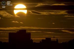 Редкое солнечное затмение — последнее в году