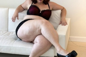 tall-bbw-women-naughty-tramp-black-rubbing-her-hairy-beaver
