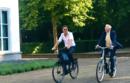 Эх, прокачу! Кариньш с премьером Голландии совершили прогулку на велосипедах
