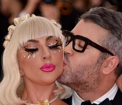 """""""Куплю гараж!"""": на странице Леди Гага в Инстаграм уже миллион комментариев на русском!"""