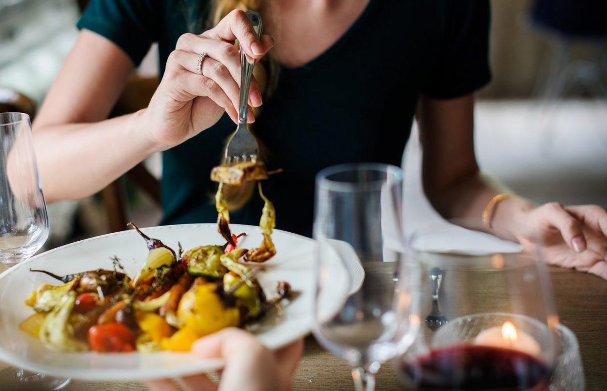 В еде ли счастье? Что такое эмоциональное переедание и как с ним бороться