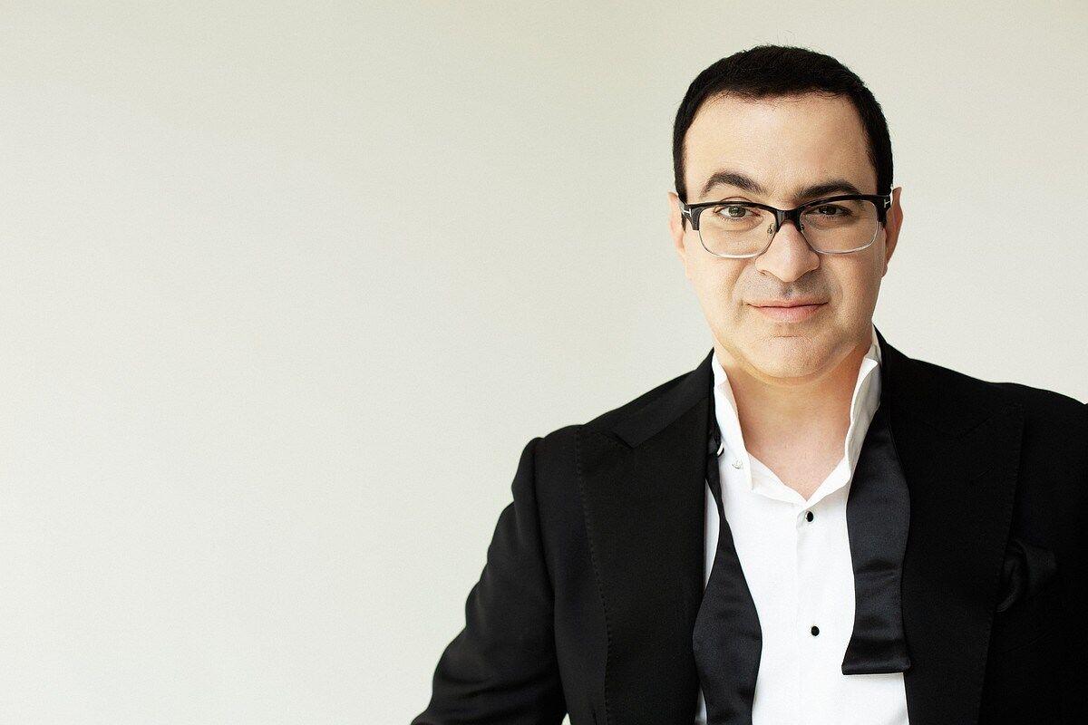 Афиша: в Риге пройдет сольный стендап-концерт Гарика Мартиросяна
