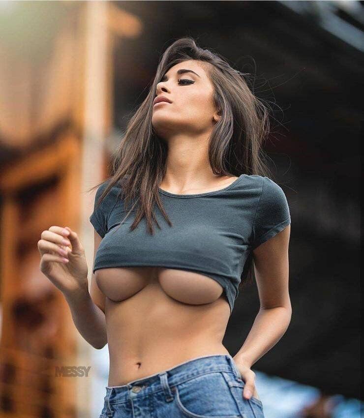 Women Model Underboob Dinotube 1