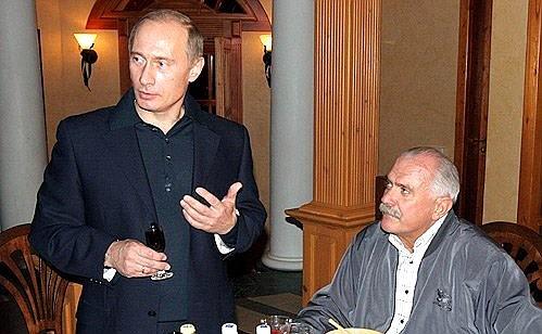 Вгосударстве Украина в кинофильме про В.Путина замазали лицо Никиты Михалкова