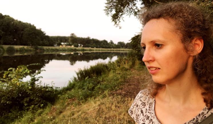 """""""Зеленая лампа"""":  молодой художнице Иеве из Лиелварде нужна помощь"""