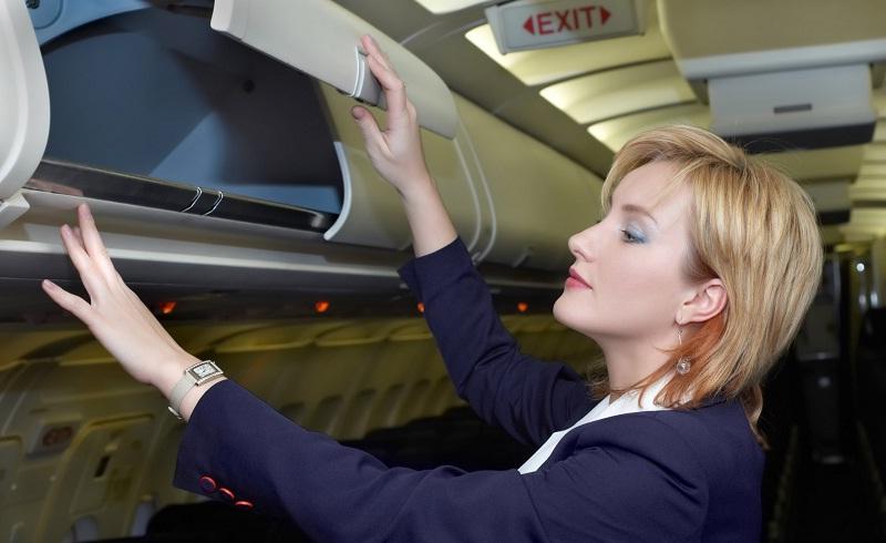 Стюардессы советуют: 8 вещей, которые обязательно должны быть в ручной клади