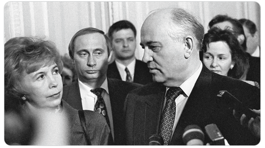 Че Гевара без бороды, Никулин с усами и Путин из-за спины Горбачева в нашей подборке редких исторических фотоснимков