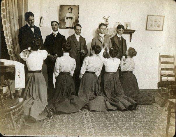Удивительные исторические фотографии и как дамы приглашали кавалеров