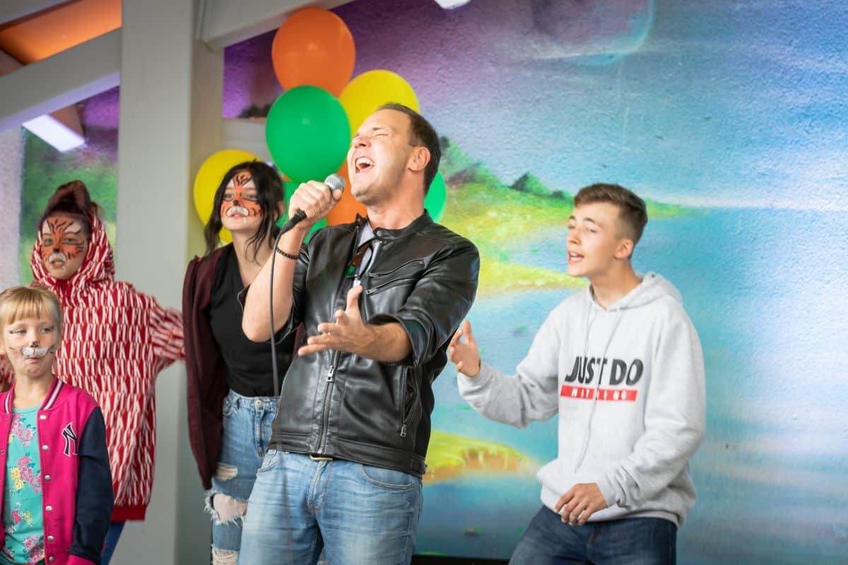 """Фонд """"Bērnu rīts"""" устроил грандиозный фестиваль для шести детских домов Риги"""