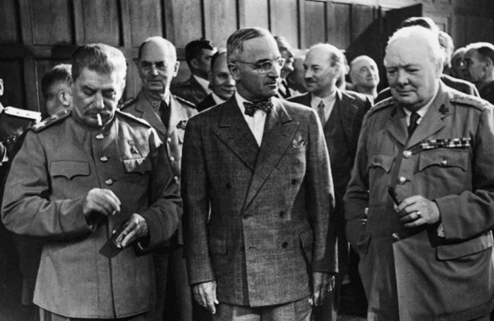 Редкие кадры встреч лидеров США и Британии с советскими генсеками