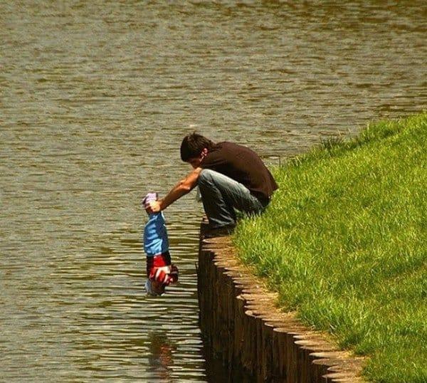 Родители, которым стоит пересмотреть свои навыки (24 фото)