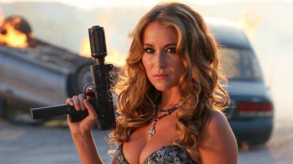 Актрисы, которые стреляют не только глазками (10 фото)
