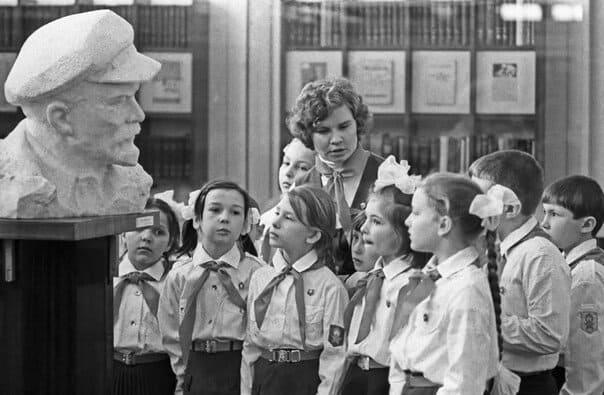 Детство в пионерских лагерях времен СССР на снимках (15 фото)
