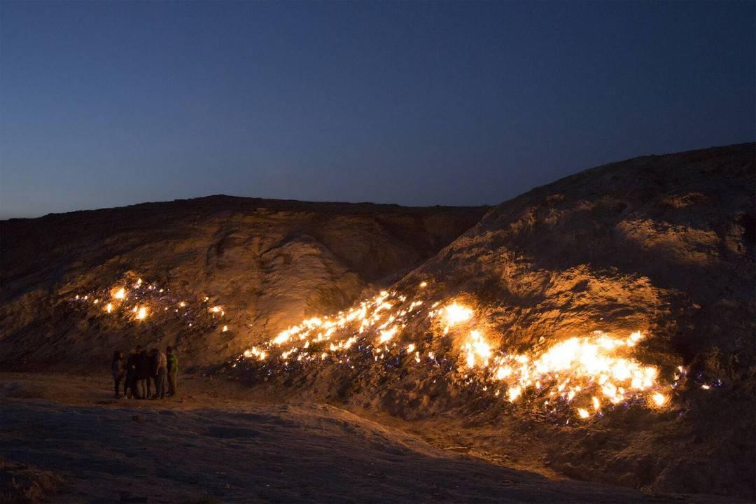 Завораживающая вечно горящая «огненная гора» в Иране (11 фото)