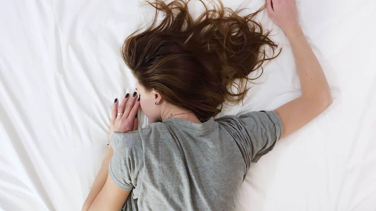 Этот лайфхак из Tik Tok поможет вам быстрее заснуть!