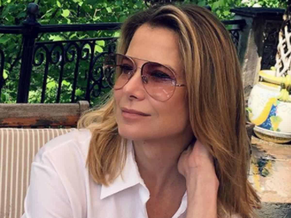 47-летняя Юлия Высоцкая в коротком платье вызвала восторг у пользователей интернета