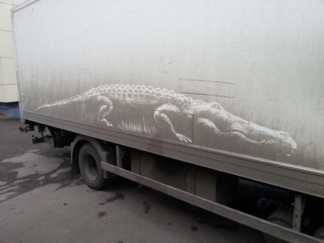 Искусство рисунка на грязных машинах