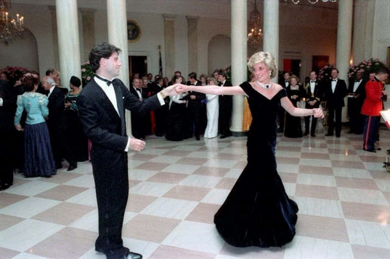 Танец Джона Траволты и принцессы Дианы в Белом Доме, 17-летняя Ким Кардашьян и другие интересные исторические фотографии