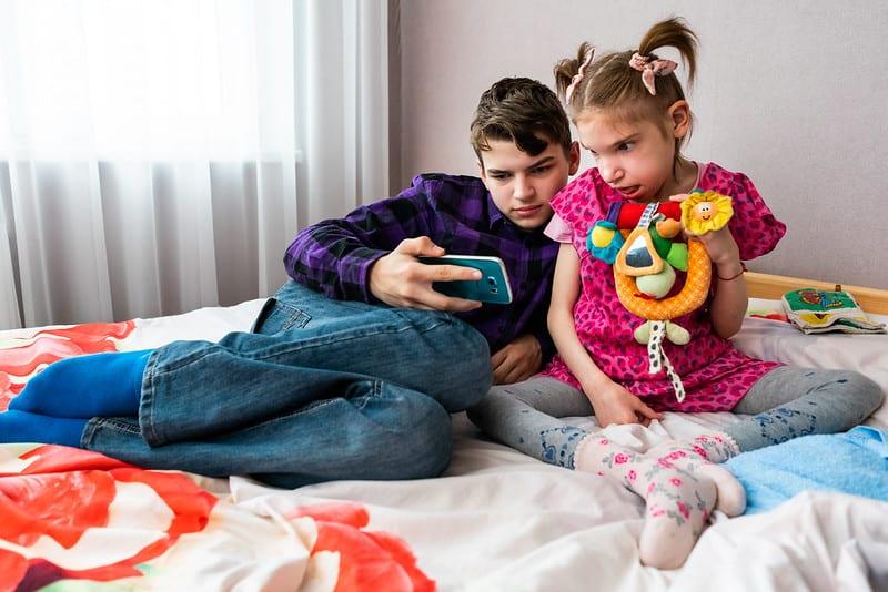 """""""Зеленая лампа"""": помощь тяжелобольным брату и сестре"""