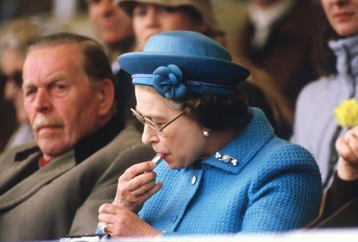 11 случаев, когда королева Елизавета II сама нарушала королевский протокол, доказывая, что бунтарство ей не чуждо