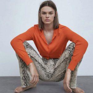 Покупатели Zara любя жалуются на нелепые позы моделей, которые мешают им заказать одежду в онлайн- магазине
