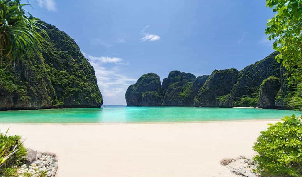 Таиланд открывает Пхукет для туристов с прививкой
