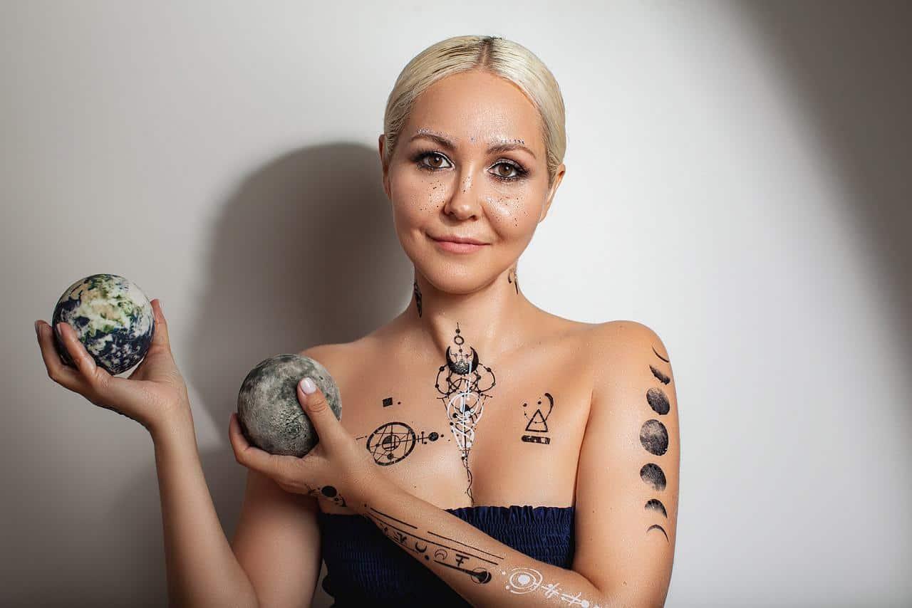 Гороскоп Василисы Володиной на 6 марта:  новые знакомства у Козерога и насыщенный день у Весов