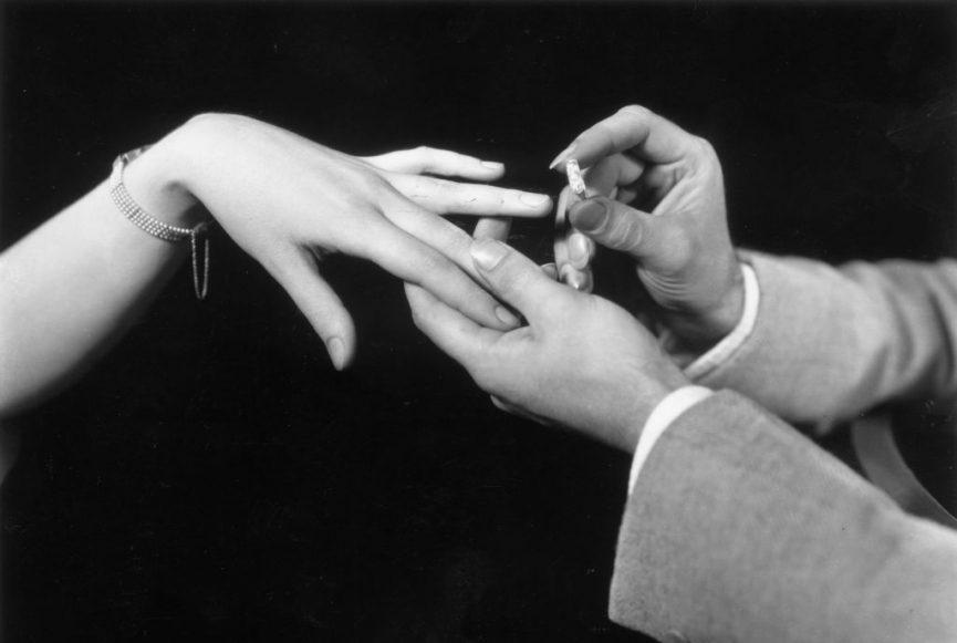 Помолвка и знаки зодиака. Как сделать предложение девушке под знаком Стрелеца, Весам или Раку?