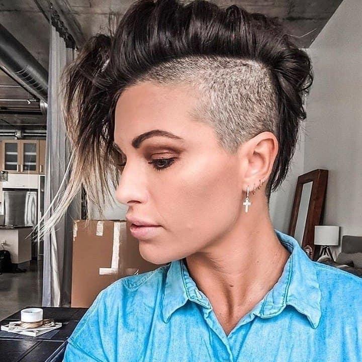 Эффектные и стильные стрижки 2021 года на короткие темные волосы