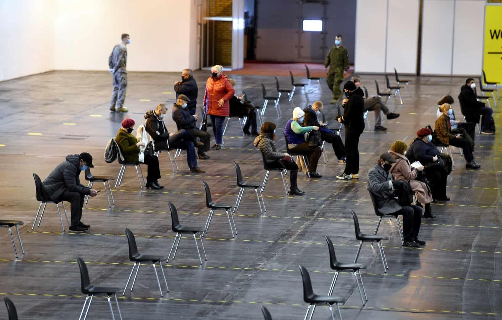 За выходные вакциной Pfizer планируют привить 6,5 тысяч жителей Латвии