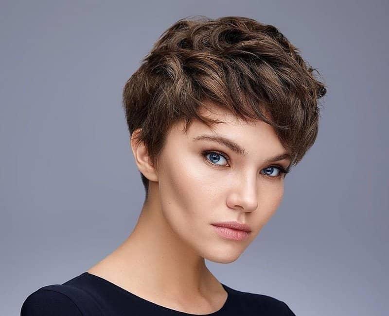 Женская стрижка 2021: модные тенденции, удачные перевоплощения и советы для обладательниц любых типов волос