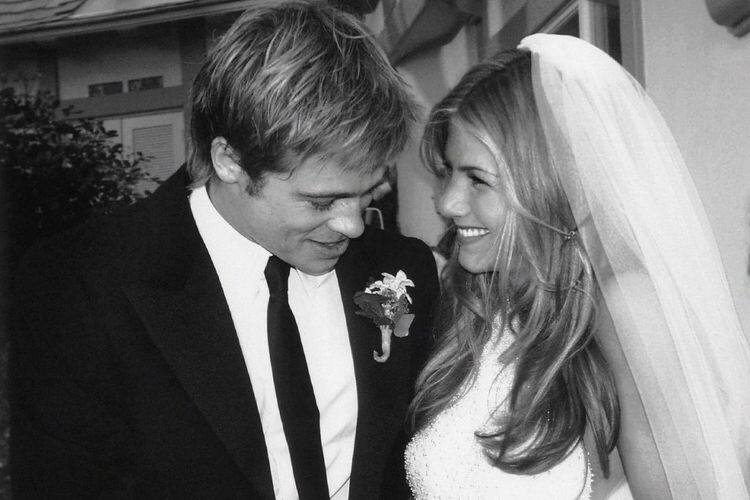 Свадьба Брэда Питта и Дженифер Энистон, гардероб Элтона Джона и другие яркие черно-белые фотографии