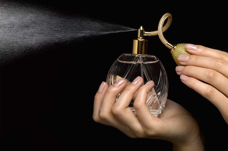 Используйте эти 5 простых уловок, чтобы аромат духов был более стойким