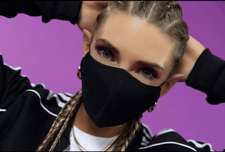 Латвийская поп-певица AGAMMA рассказала, как из гражданской авиации попала в музыку