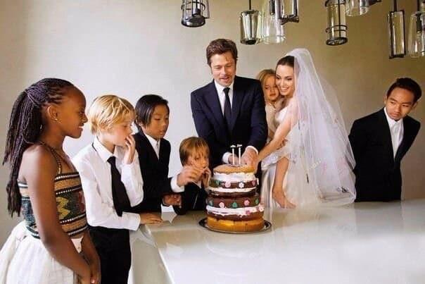 Подборка уникальных исторических фотографий и свадебный торт Анджелины Джоли и Бреда Питта