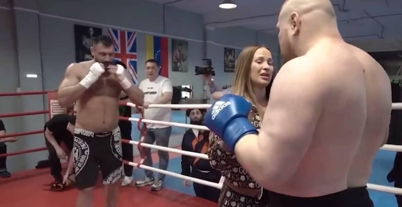 Беременная жена бойца ММА остановила его поединок на ринге (ВИДЕО)