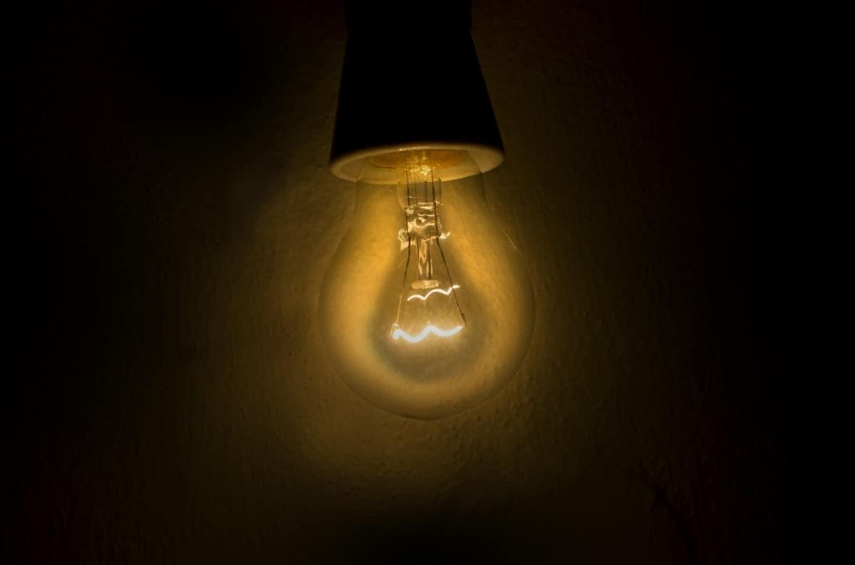 Как в СССР продлевали срок службы лампочек