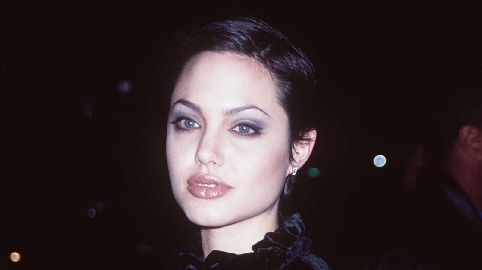 Пост, воспевающий красоту, смелость и дерзость юной Анджелины Джоли