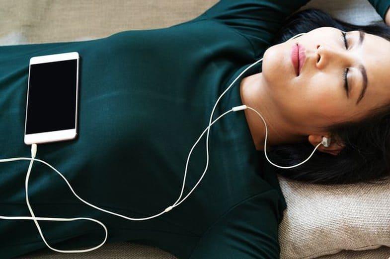 Осторожнее с музыкой!  Наушники со временем могут повредить слух, утверждают специалисты