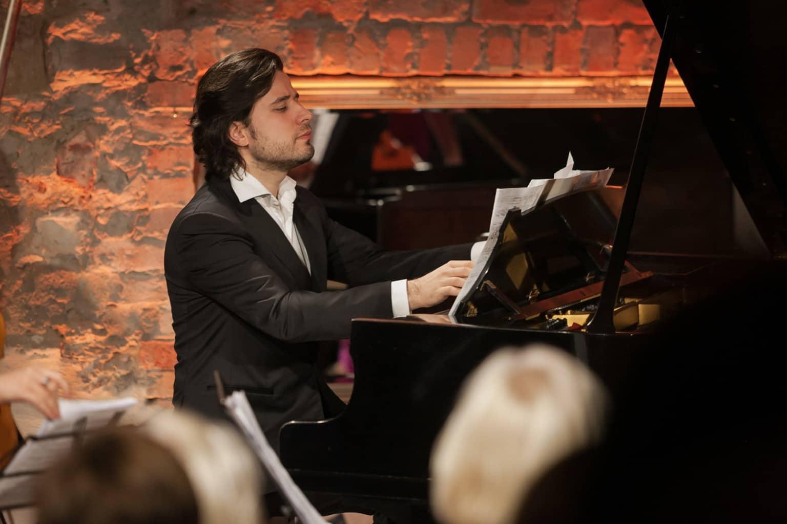 Пианист Андрей Осокин