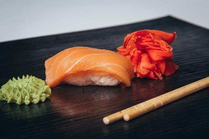 Суши с лососем и еще 9 блюд, которые лучше не заказывать в ресторанах, чтобы потом не было мучительно больно
