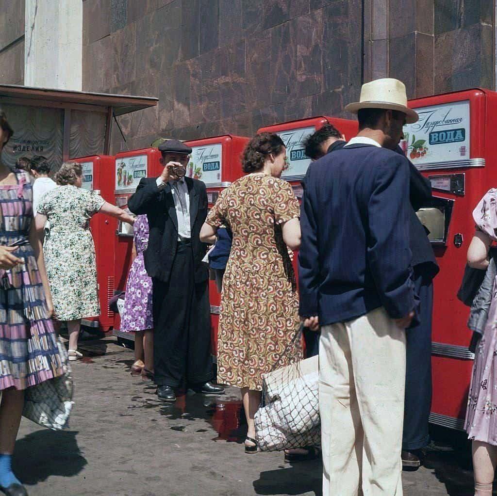 Девушки 50-х, Шэрон Стоун в объятиях Михаила Горбачева и другие уникальные исторические фотографии