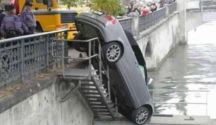 Подборка автоюмора: самое смешное и странное на дороге (20+ фото)
