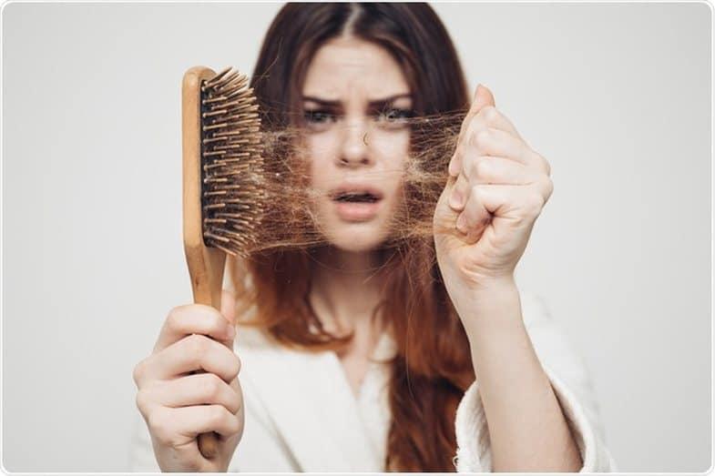Возможные причины, по которым вы теряете больше волос, чем обычно