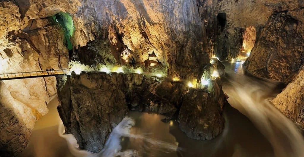 Топ-9 самых глубоких мест на планете Земля