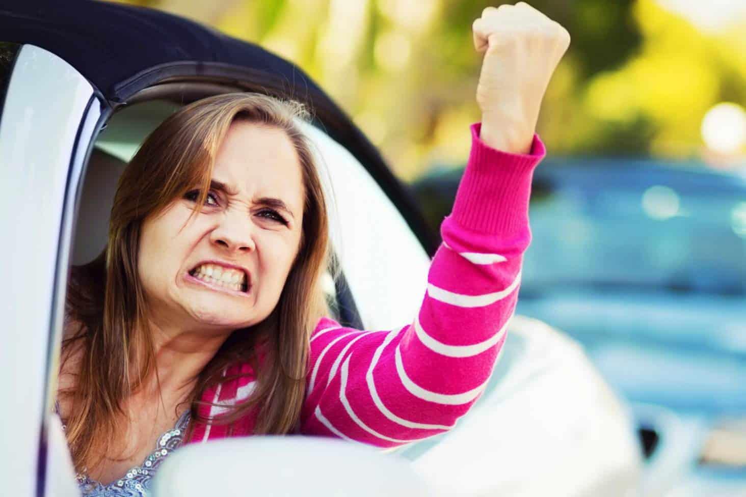 Исследование: почему женщины за рулем злятся сильнее, чем мужчины