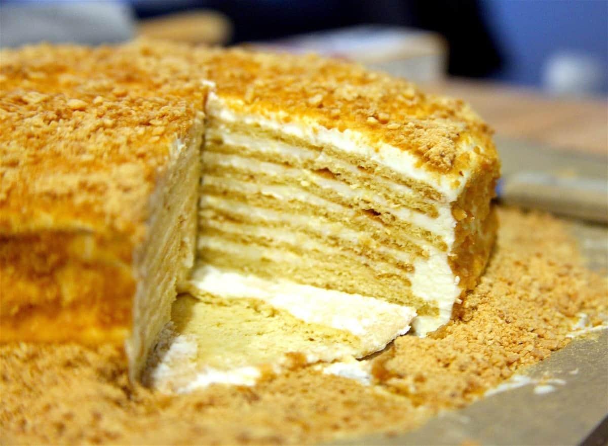 5 несложных рецептов очень вкусного торта «Медовик»