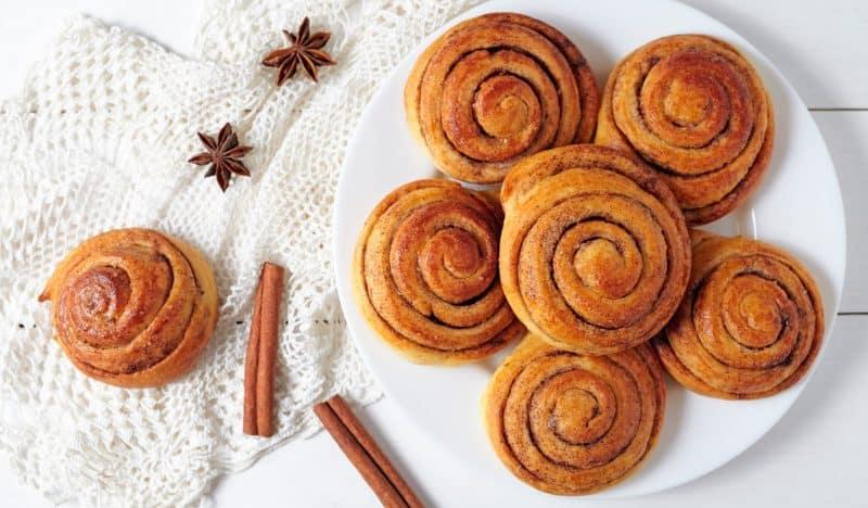 Простой рецепт невероятно вкусных творожных булочек с корицей